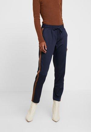 KAEVA 7/8 PANTS - Spodnie materiałowe - midnight marine