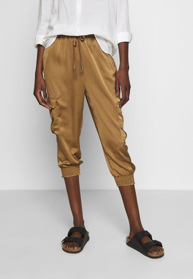 KAKAISHA JOG PANTS CROPPED - Spodnie materiałowe - ermine