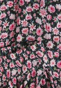 Kaffe - KAMARA PANTS - Trousers - aurora pink meadow - 6