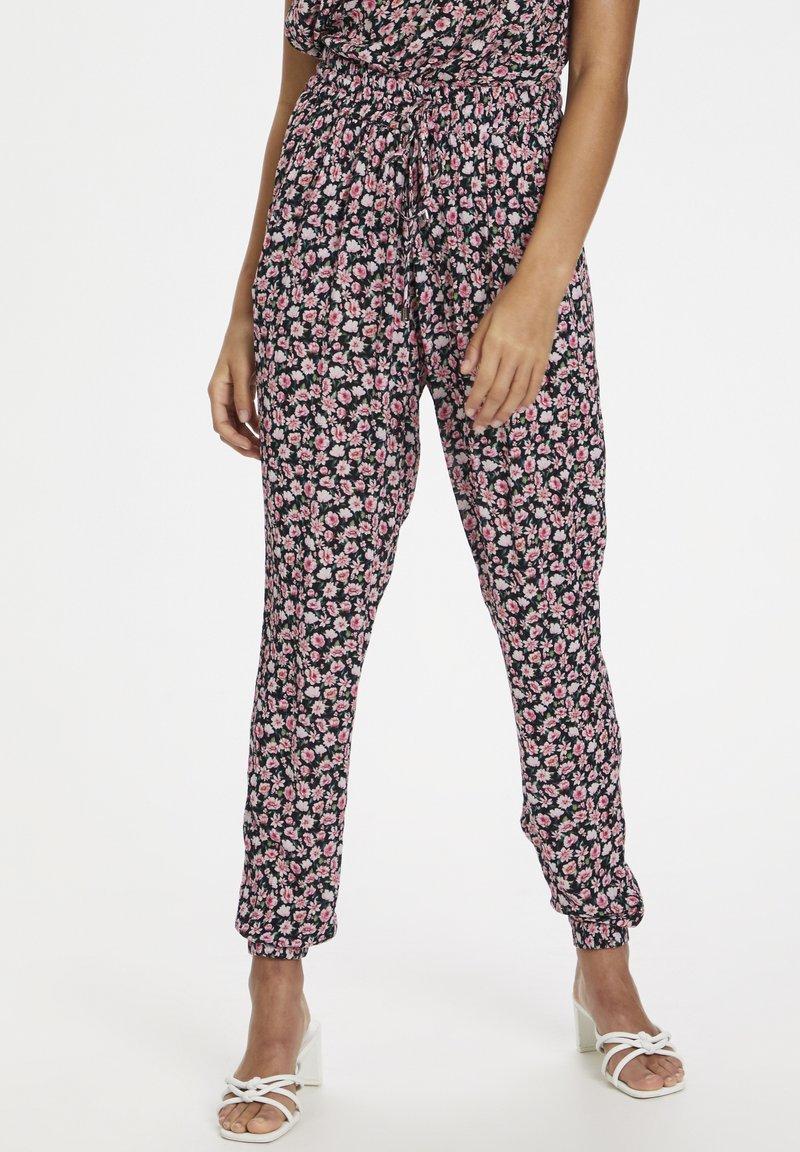 Kaffe - KAMARA PANTS - Trousers - aurora pink meadow