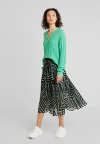 Kaffe - KADAMITA SKIRT - A-linjekjol - black deep/irish green - 1