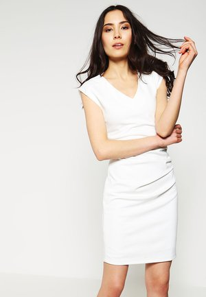 INDIA V-NECK DRESS - Robe fourreau - chalk