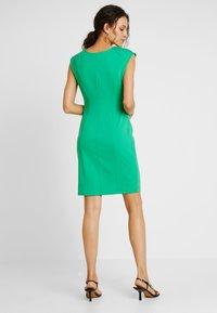 Kaffe - INDIA V-NECK - Pouzdrové šaty - fern green - 2