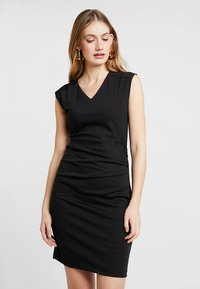 Kaffe - INDIA V-NECK DRESS - Etuikjoler - black deep - 0