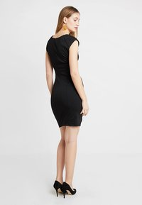 Kaffe - INDIA V-NECK DRESS - Etuikjoler - black deep - 2