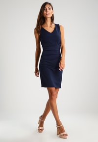 Kaffe - SARA DRESS - Etui-jurk - midnight marine - 1