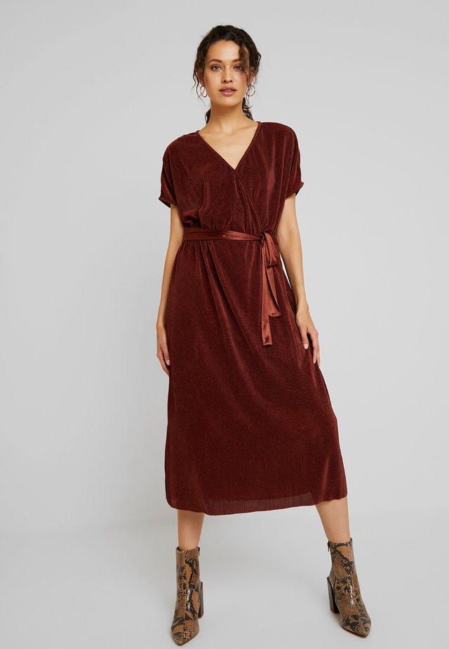JULIE DRESS - Korte jurk - cherry mahogany