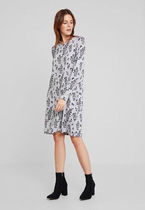 KASIANE BELANA DRESS - Pletené šaty - grey melange