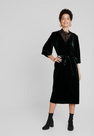 KELLY DRESS - Korte jurk - green spruce