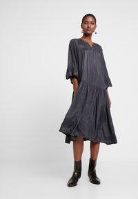 Kaffe - KATHEA 3/4 DRESS - Denní šaty - asphalt grey - 2