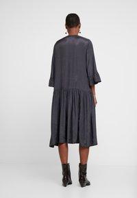 Kaffe - KATHEA 3/4 DRESS - Denní šaty - asphalt grey - 3
