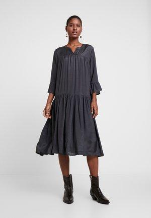 KATHEA 3/4 DRESS - Sukienka letnia - asphalt grey