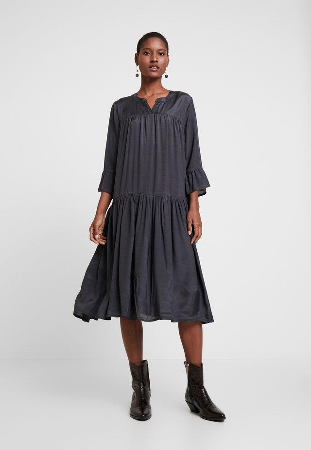 KATHEA 3/4 DRESS - Korte jurk - asphalt grey