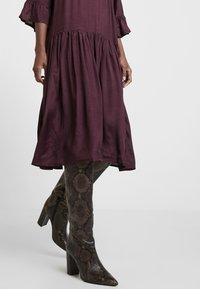 Kaffe - KATHEA 3/4 DRESS - Korte jurk - deep wine - 5