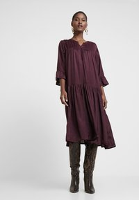Kaffe - KATHEA 3/4 DRESS - Korte jurk - deep wine - 0