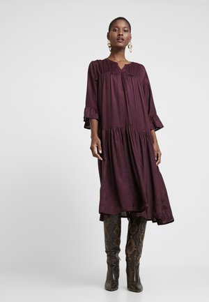 KATHEA 3/4 DRESS - Kjole - deep wine