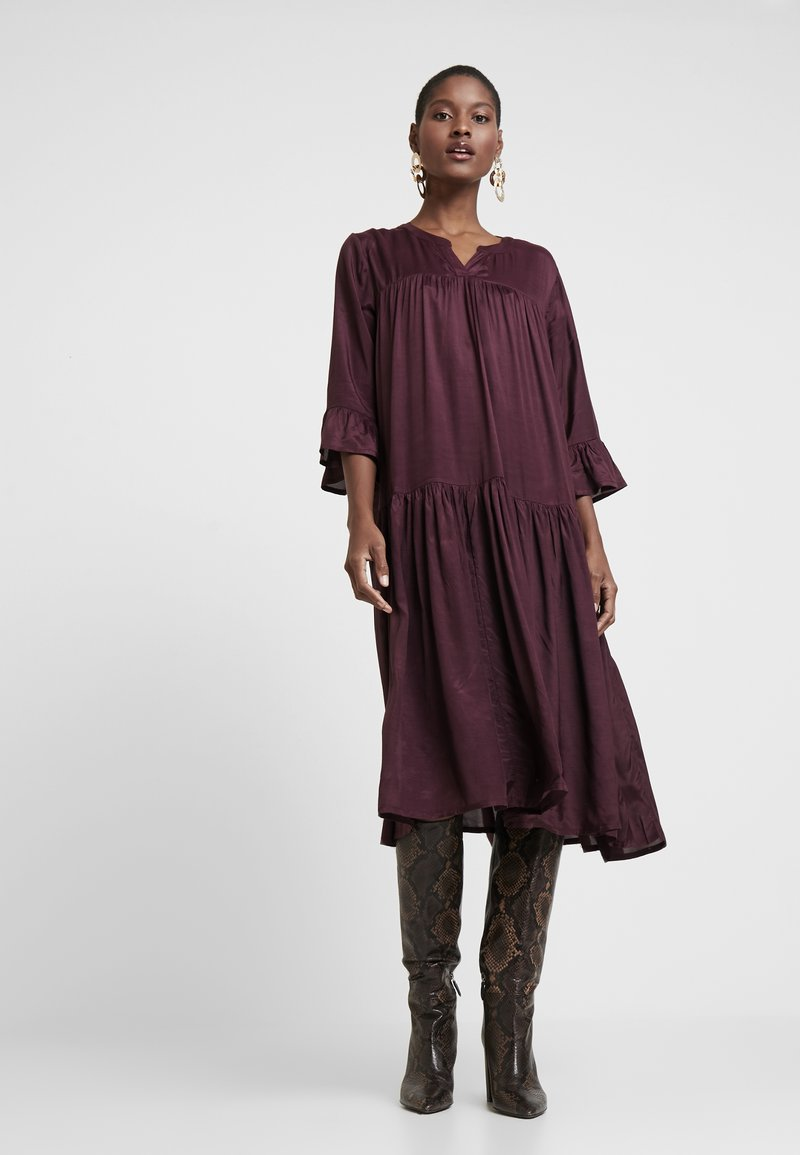 Kaffe - KATHEA 3/4 DRESS - Korte jurk - deep wine