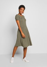 Kaffe - KAHAZEL DRESS - Jerseykjole - grape leaf - 0