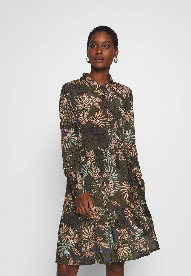BENITTE DRESS - Sukienka koszulowa - khaki