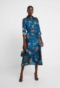 Kaffe - KADOTTI DRESS - Maxiklänning - moroccan blue - 2