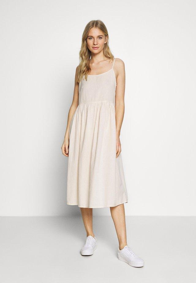 KAKREA STRAP DRESS - Denní šaty - tapioca