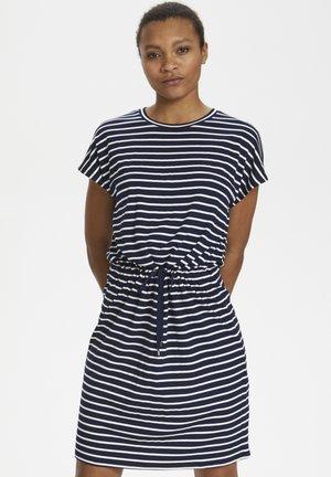 KALIDDY DRESS - Sukienka z dżerseju - midnight marine/chalk