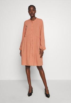 KAJANI DRESS - Kjole - orange