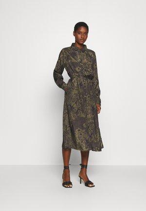 MONNA DRESS - Skjortekjole - grape leaf