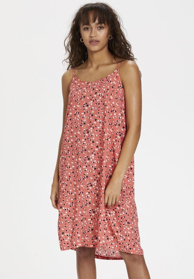 KATRAVA DRESS - Hverdagskjoler - georgia peach - dots