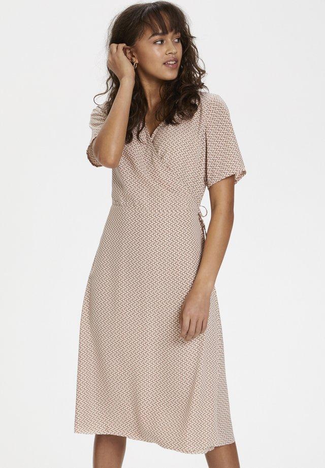 KAAMALIA DRESS - Korte jurk - roebuck/chalk grafic print