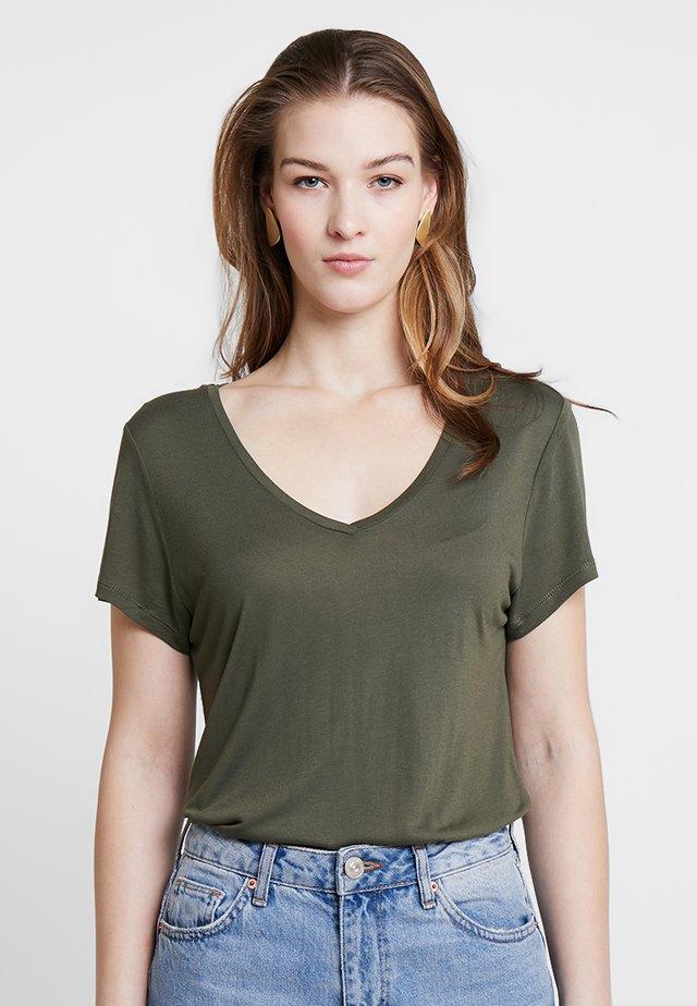 ANNA V NECK - T-Shirt basic - grape leaf