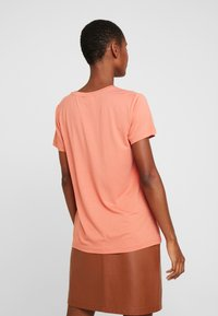 Kaffe - FARAH - T-shirts med print - dull orange - 2