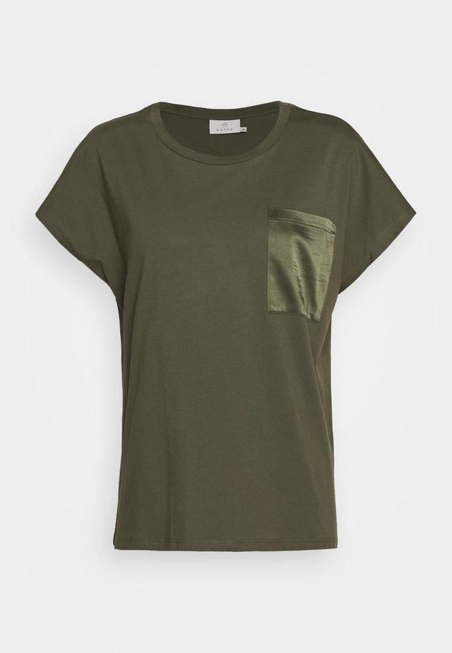 KABLANCA - T-shirt basic - grape leaf