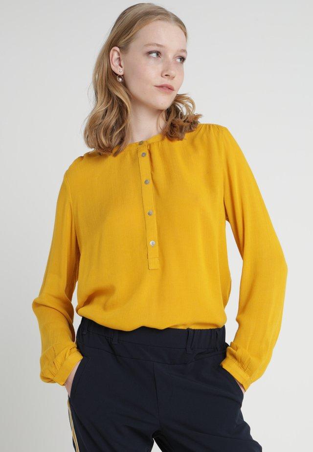KARLA AMBER SHIRT LS - Bluzka - nugget gold