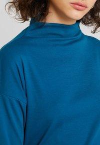 Kaffe - KAOBA HIGH NECK - Topper langermet - moroccan blue - 5