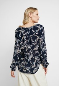 Kaffe - EVERLYN AMBER BLOUSE - Blouse - midnight marine - 2