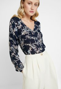 Kaffe - EVERLYN AMBER BLOUSE - Blouse - midnight marine - 3