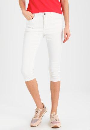 GRACE CAPRI - Jeansshorts - optical white