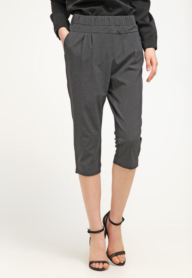 JILLIAN CAPRI PANTS - Szorty - dark grey melange