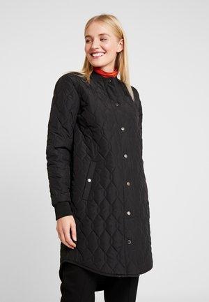 SHALLY QUILTED COAT - Krótki płaszcz - black deep