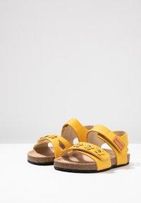 Kavat - SKOGHUS - Sandaler - yellow - 3