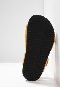 Kavat - SKOGHUS - Sandaler - yellow - 5