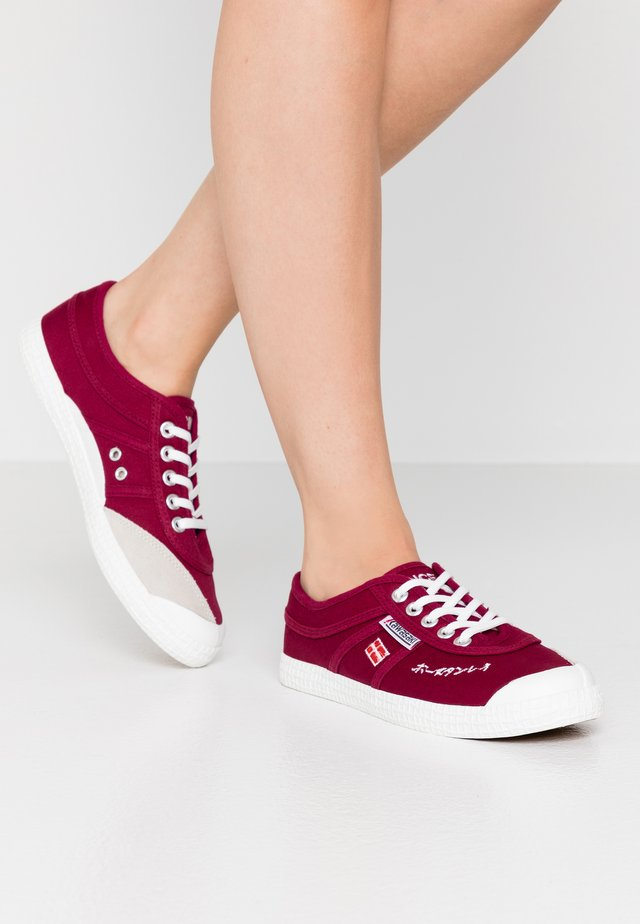 SIGNATURE - Trainers - beet red