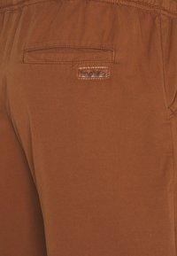 Kaotiko - BERMUDA BEACH TEJA - Shorts di jeans - brown - 2