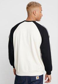 Kaotiko - Sweatshirt - white/black - 2