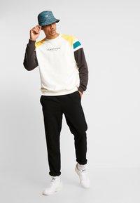 Kaotiko - Sweater - white/black - 1
