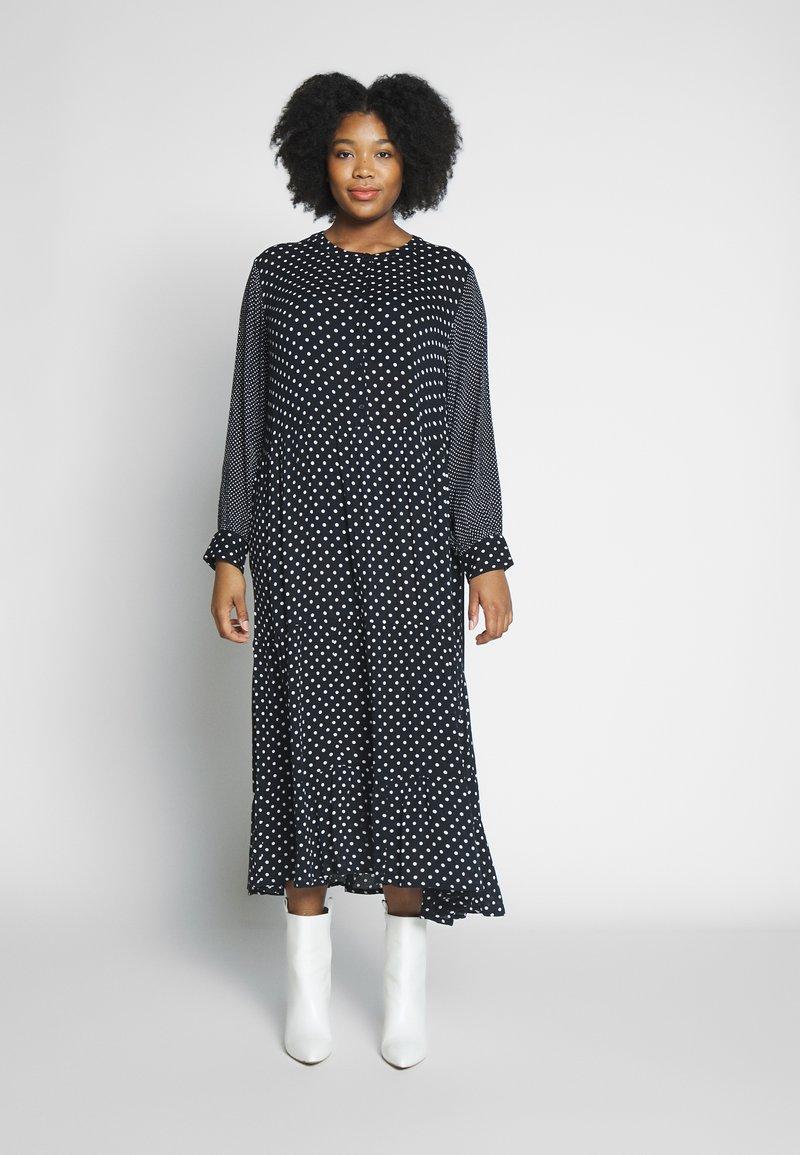 Kaffe Curve - DORA DRESS - Denní šaty - black deep