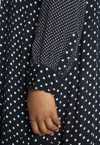 Kaffe Curve - DORA DRESS - Denní šaty - black deep - 4
