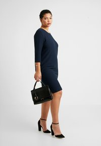 Kaffe Curve - BEA CROPPED SLEEVE DRESS - Trikoomekko - midnight marine - 1