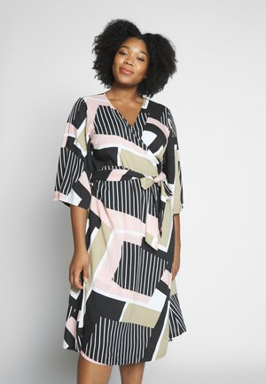 KCVERONICA WRAP DRESS - Denní šaty - light pink
